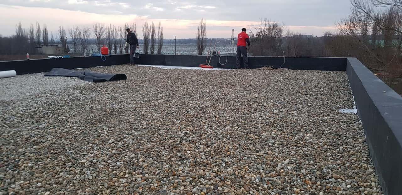 Hidroizolatie terasa acoperis - intindere strat piatra
